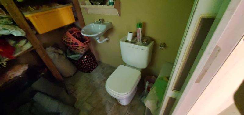 Foto Casa en Venta en  Mataderos ,  Capital Federal  Pilar al 1700, mataderos comercial, casa 4 ambientes con cochera sobre lote de 27 m. de largo.