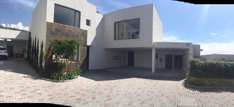Foto Casa en Alquiler en  Quito ,  Pichincha  CUMBAYA CASA DE RENTA CON CUATRO DORMITORIOS