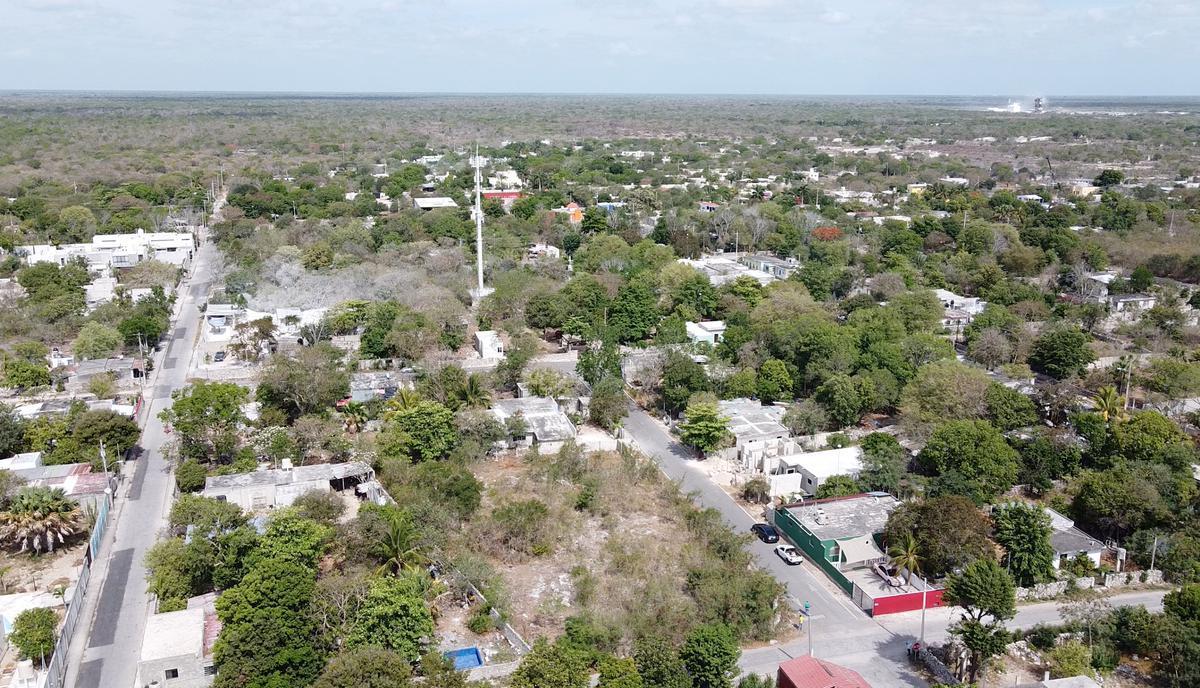Foto Terreno en Venta en  Pueblo Dzitya,  Mérida  terreno bien ubicado en zona norte a espaldas de viva residencial. Dzitya . Con barda!