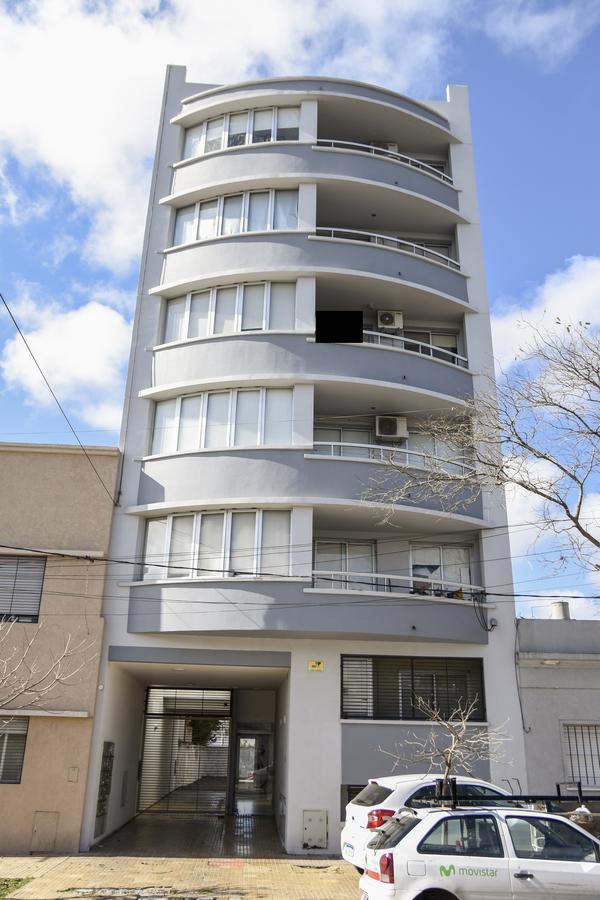 Foto Departamento en Venta en  La Plata ,  G.B.A. Zona Sur  48 30 y 31 PB