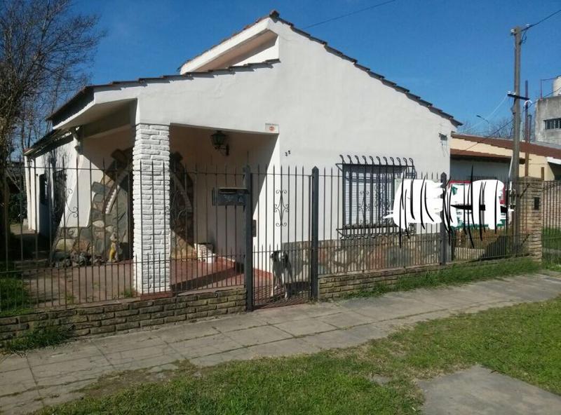 Foto Casa en Venta en  Ezeiza ,  G.B.A. Zona Sur  LAPRIDA 35