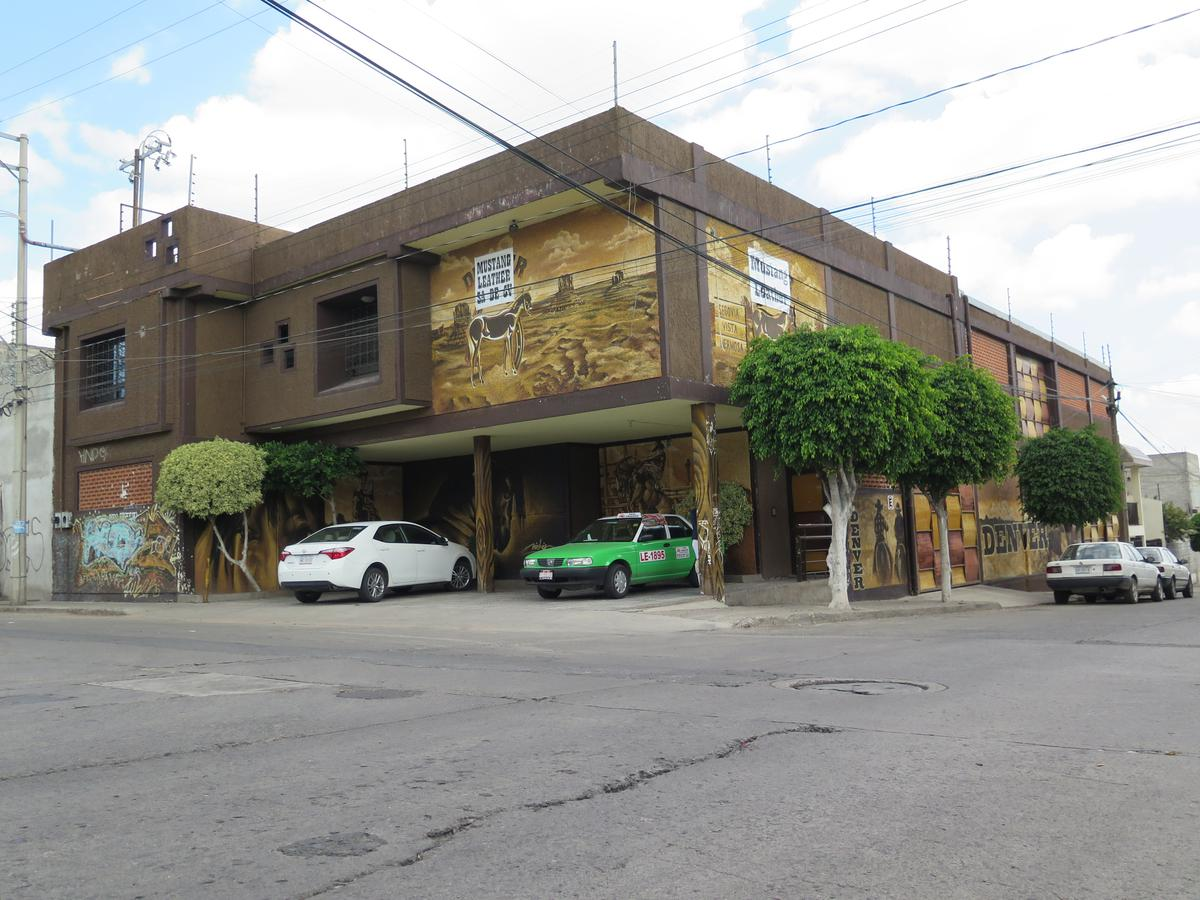 Foto Bodega Industrial en Venta en  Lomas Vista Hermosa Sur,  León  En VENTA Fábrica de calzado ó bodega con linea de producción lista para fabricar su calzado!!!