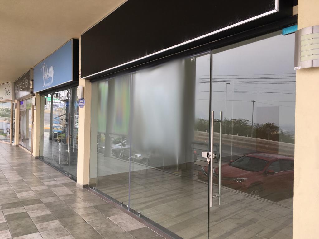 Foto Local en Renta en  Cumbres 6to Sector,  Monterrey  Cumbres 6o. Sector Secc a