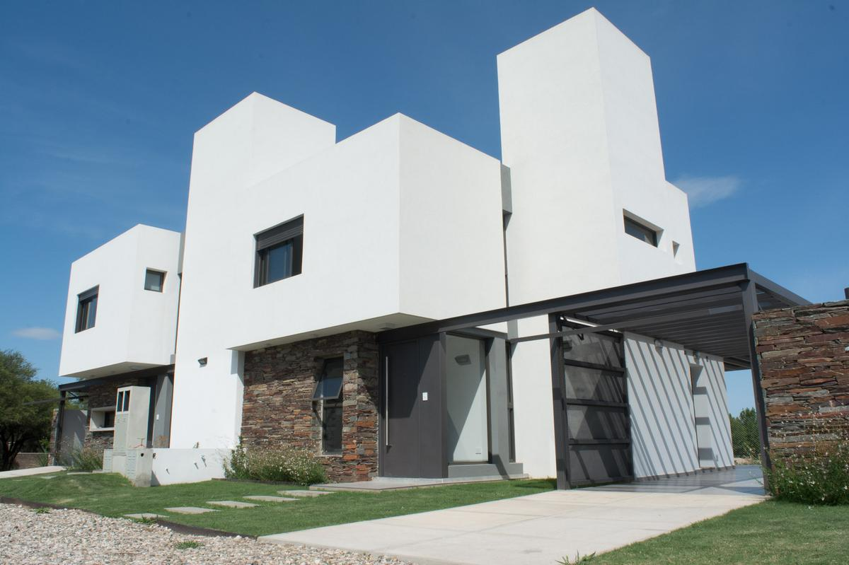 Foto Casa en Venta en  Valle Escondido,  Cordoba Capital  Las Piedras Housing Privado - Valle Escondido - Casas de 3 dormitorios