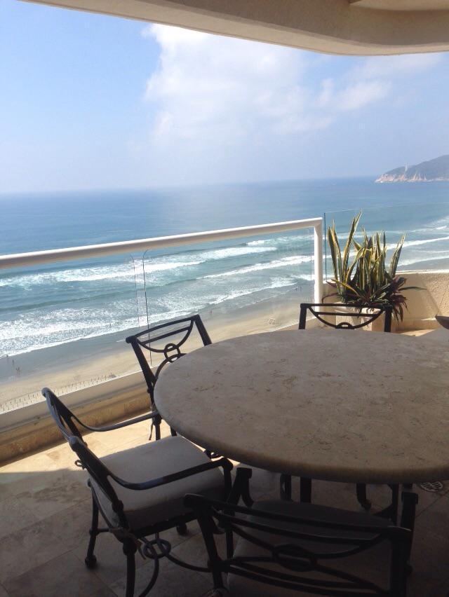 Foto Departamento en Venta en  Fraccionamiento Granjas del Márquez,  Acapulco de Juárez  Departamento sobre playa 4 recamaras.