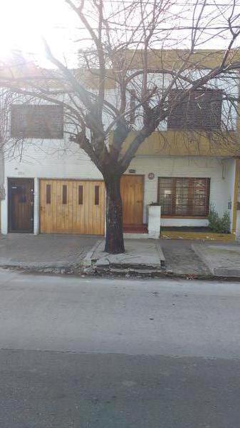 Foto Casa en Venta en  Valentin Alsina,  Lanus  R. de Escalada 1600