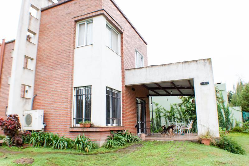 Foto Casa en Venta en  Yerba Buena ,  Tucumán  Av.Solano Vera al 1100