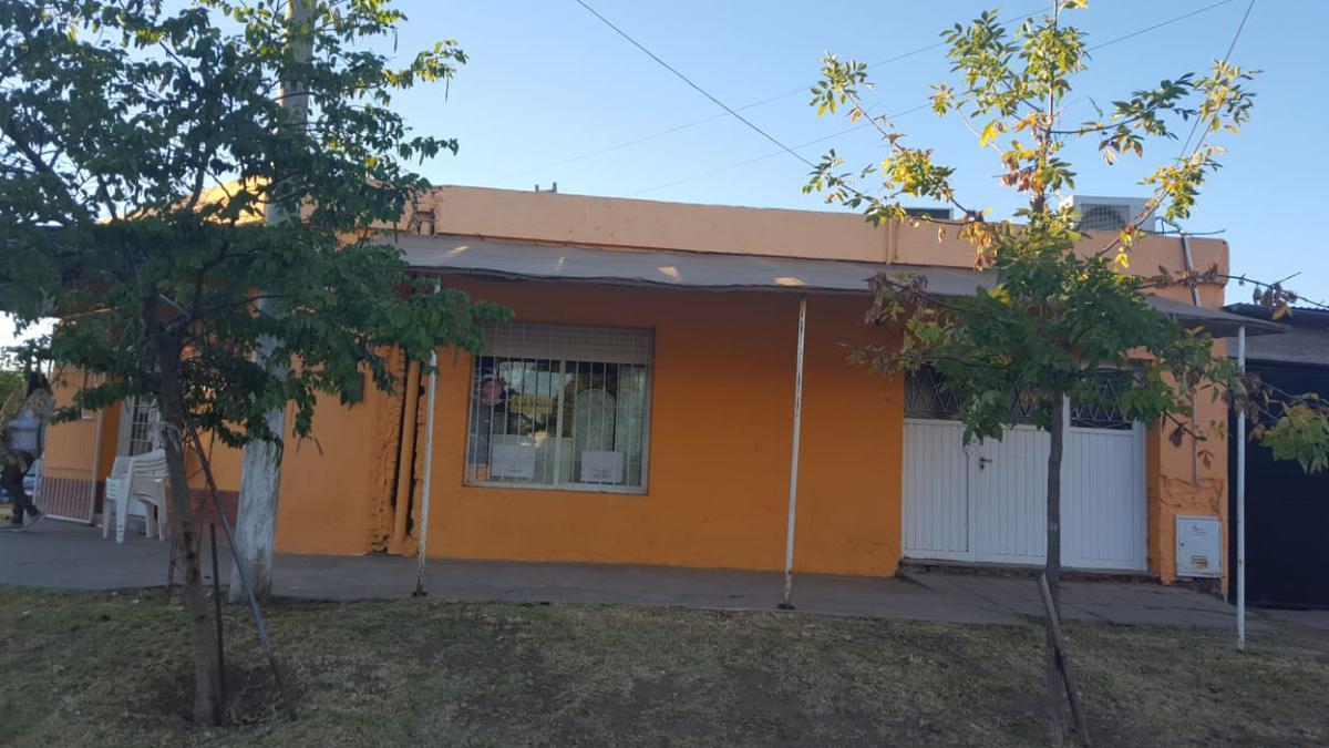Foto Casa en Venta en  Santa Rosa,  Capital  José Ingenieros N° al 1300
