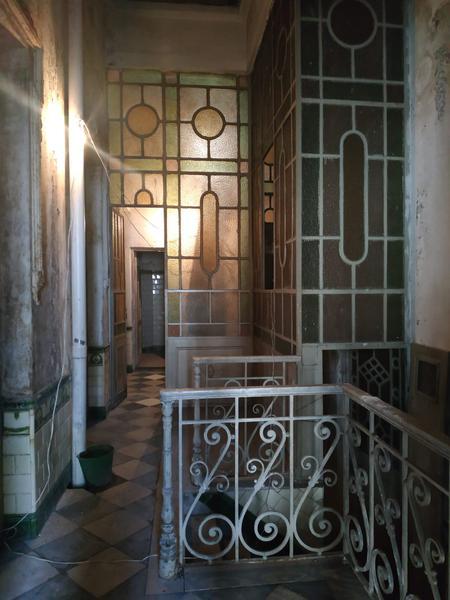Foto Casa en Venta en  Ciudad Vieja ,  Montevideo                 Cerrito y Peatonal Perez Castellano - Edificio de época más local comercial - a reciclar