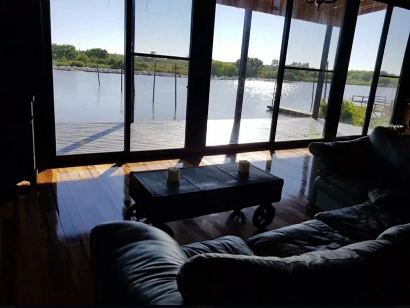 Foto Casa en Alquiler temporario en  Tigre ,  G.B.A. Zona Norte  Canal Del Este 1, Isla Del Este