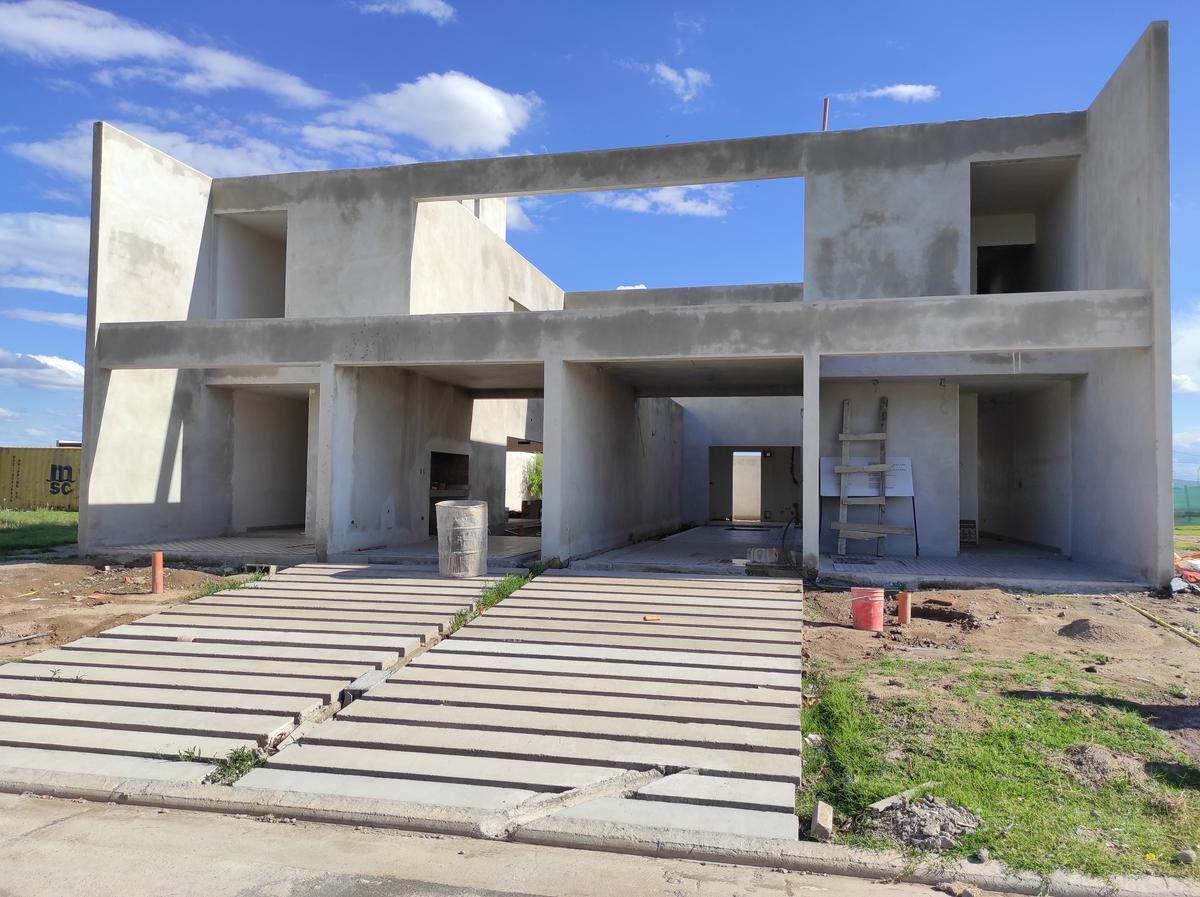 Foto Casa en Venta en  Prados de Manantiales,  Cordoba Capital  Prados de Manantiales - Original Duplex 3 dorm - Patio