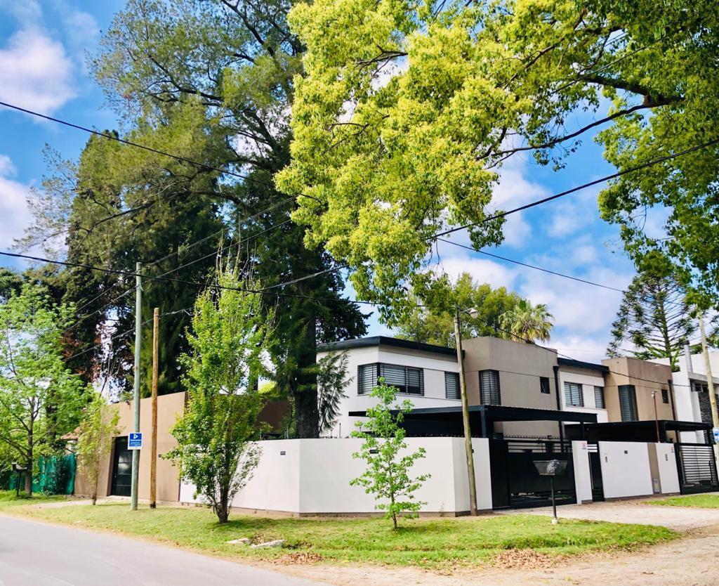Foto Casa en Venta en  City Bell,  La Plata  461 y 26