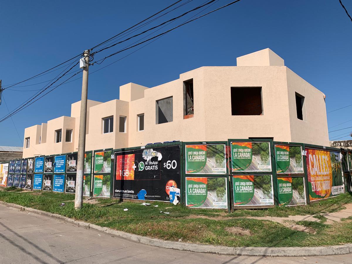 Foto Casa en Venta en  San Daniel,  Cordoba   Dr. Lazaro Langer esq. Hermandarias. al 300