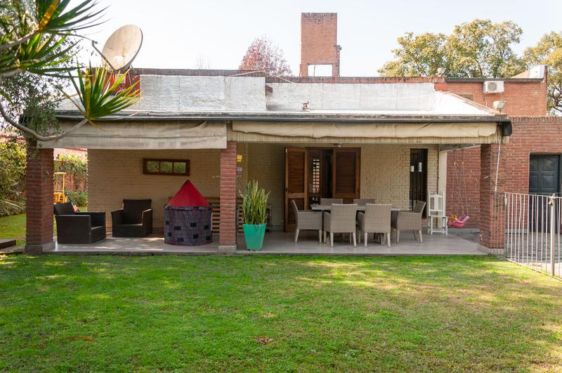 Foto Casa en Venta en  Yerba Buena ,  Tucumán  Alt. Av. Aconquija 800