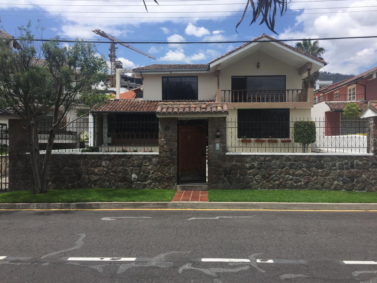 Foto Casa en Venta en  Cumbayá,  Quito  Santa Lucía Baja, Cumbaya