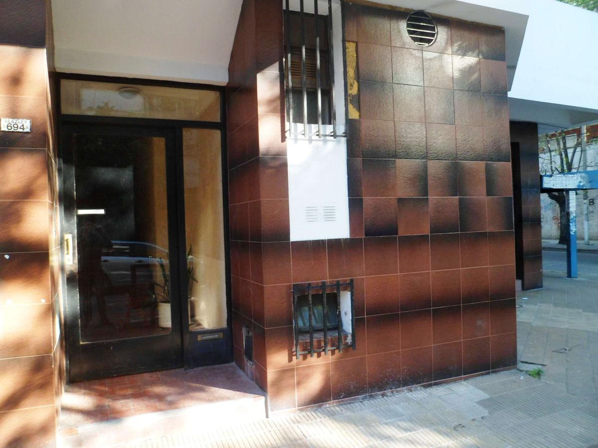 Foto Departamento en Venta en  Villa Saenz Peña,  Tres De Febrero  Beazley 694