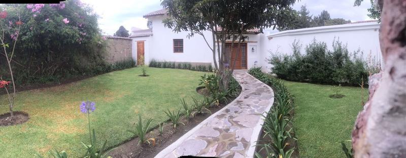 Foto Casa en Alquiler en  Tumbaco,  Quito  RENTA TUMBACO LINDA CASA CON JARDINES