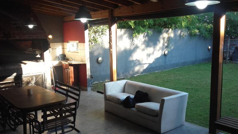 Foto Casa en Alquiler en  Luis Guillon,  Esteban Echeverria  Subt. Alfredo Fox 500