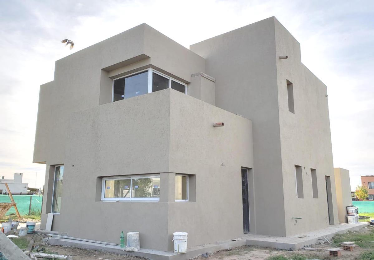 Foto Casa en Venta en  Escobar ,  G.B.A. Zona Norte  Casa en venta en e El Canton Puertos 3 dorms con piscina