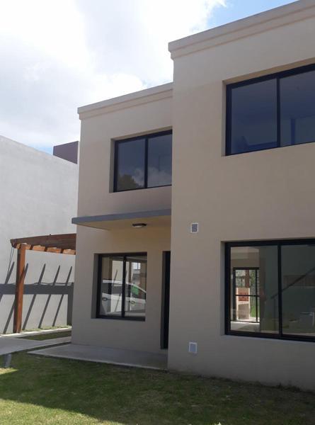 Foto Casa en Venta en  Ituzaingó,  Ituzaingó  Fitz Roy 3600