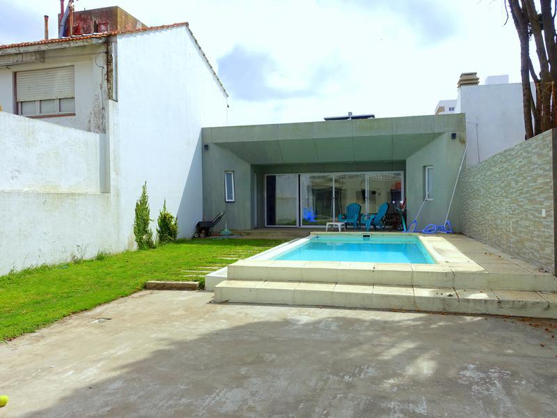 Foto Casa en Venta en  La Perla Norte,  Mar Del Plata  Strobel entre Charlone y Liniers