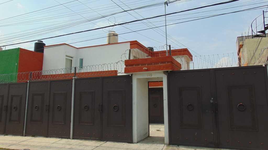 Foto Casa en Venta | Renta en  Bosques de Colón,  Toluca  CASA EN VENTA EN   CALLE FRAMBOLLANES SUR, COLONIA BOSQUES DE COLON , C.P. 50180.