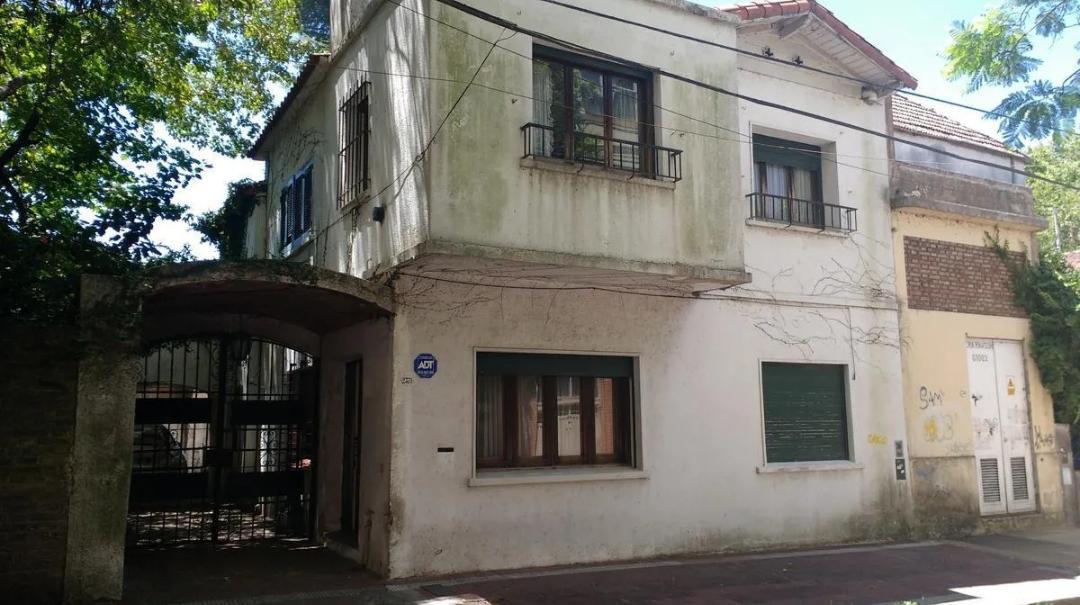Foto Casa en Venta en  Olivos,  Vicente Lopez  Comandante Rawson al 2300