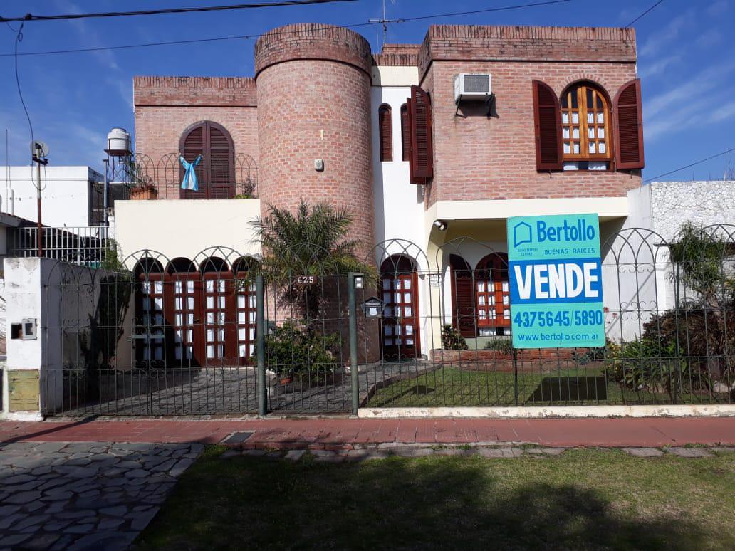 Foto Casa en Venta en  Alberdi,  Rosario  PINTOR MUSTO al 600