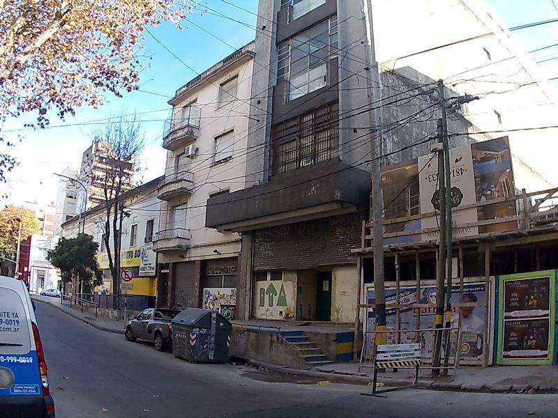 Foto Nave Industrial en Alquiler en  Barracas ,  Capital Federal  Av. R. Patricios al 700