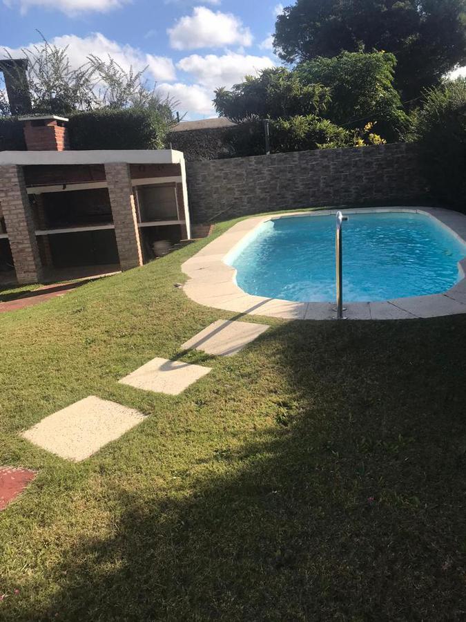 Foto Casa en Venta en  Costa Azul ,  Canelones  Costa Azul - Balneareo - Casa con piscina