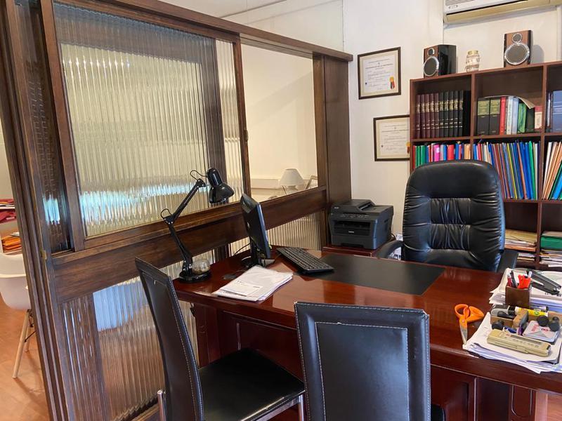 Foto Oficina en Venta en  Ciudad Vieja ,  Montevideo  Oficina equipada , alquiler o venta.