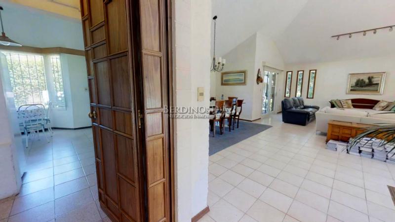 Foto Casa en Venta en  Lugano,  Punta del Este  Amplia Residencia en Lugano Cerca del Shopping