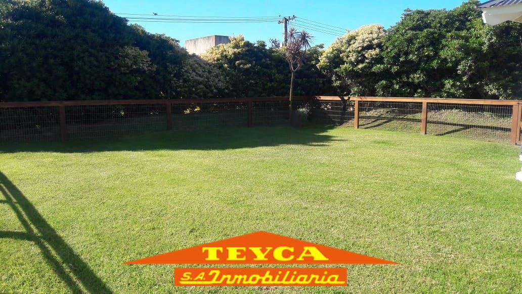 Foto Casa en Alquiler temporario en  Pinamar ,  Costa Atlantica  Retama 99 Esq. De Las Burriquetas