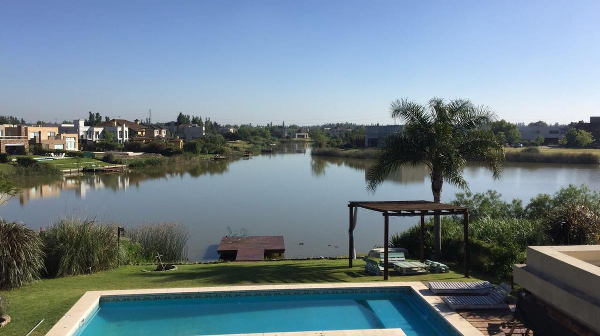 Foto Casa en Venta en  Santa Catalina,  Villanueva   Casa 6 amb. en venta a la laguna Sta Catalina Villanueva Tigre