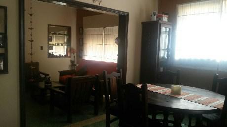 Foto Casa en Venta en  Remedios De Escalada,  Lanus  A. Thomas 2712
