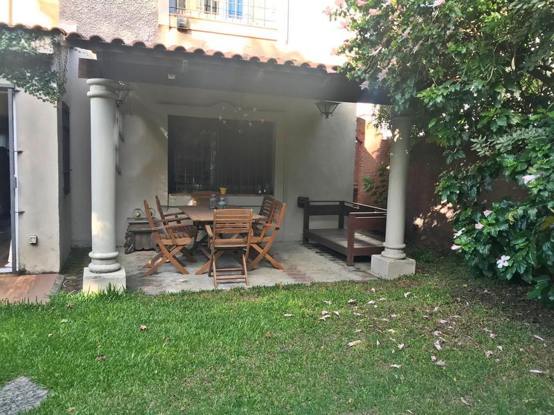 Foto Casa en Venta | Alquiler en  Carrasco ,  Montevideo  Casa Carrasco 3 dorm y servicio, impecable!!