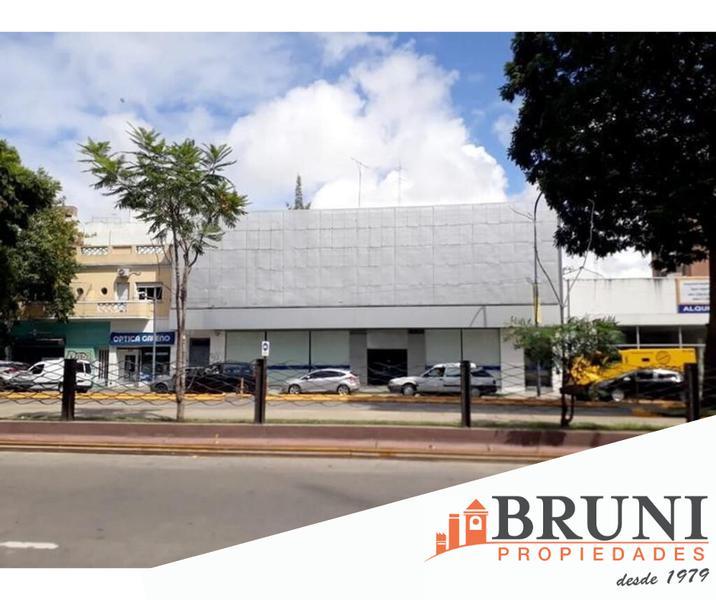 Foto Galpón en Alquiler en  Vicente López ,  G.B.A. Zona Norte  Maipú al 600