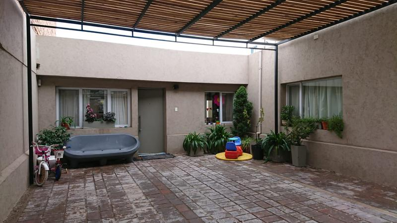 Foto Casa en Venta en  Capital ,  Neuquen  CASA EN VENTA INTENDENTE CARRO  al 1200