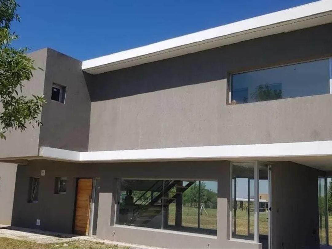 Foto Casa en Venta en  Escobar ,  G.B.A. Zona Norte  Hermosa casa moderna en venta en San Sebastian