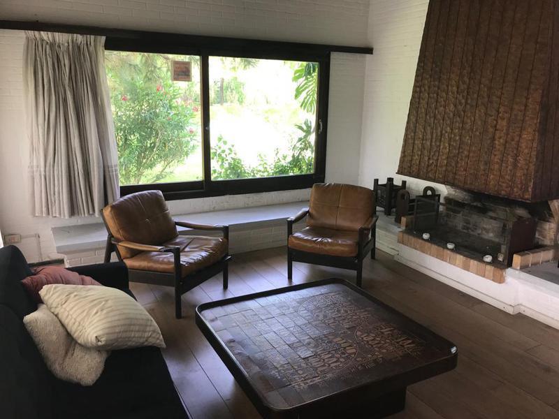 Foto Casa en Venta en  Playa Mansa,  Punta del Este  Casa de revista . 4 Dormitorios   en La Mansa, Oportunidad !!