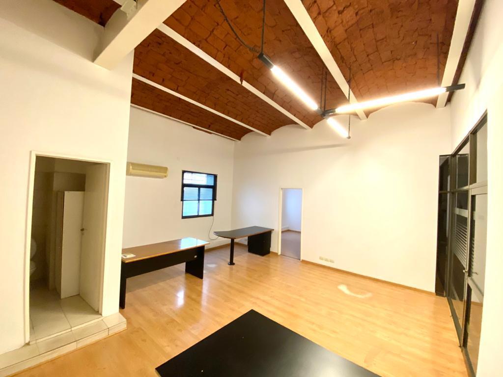 Oficina en alquiler y venta con 2 cocheras Centro