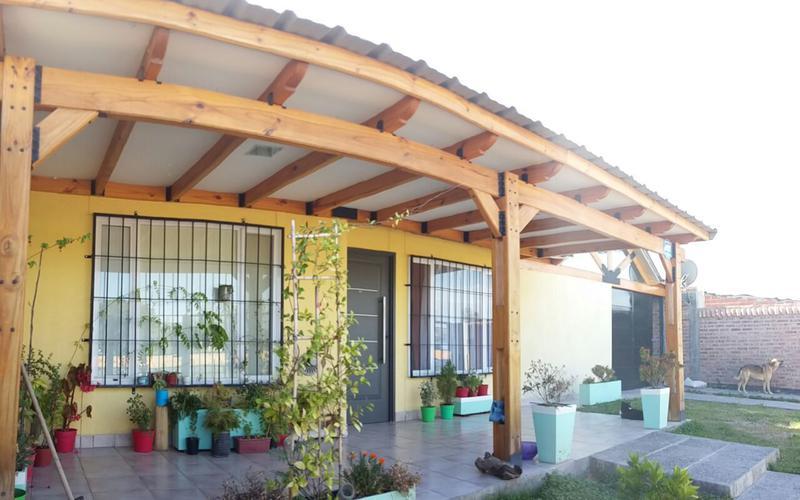 Foto Casa en Venta en  General Fernandez Oro,  General Roca  Daniel Astete al 300