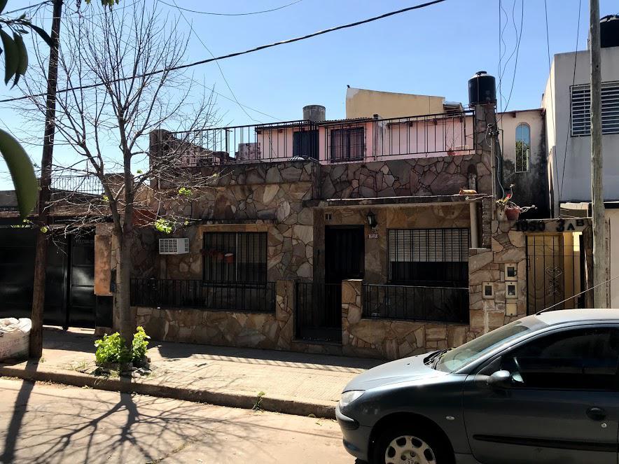 Foto Casa en Venta en  Ludueña,  Rosario  Polonia al 1800