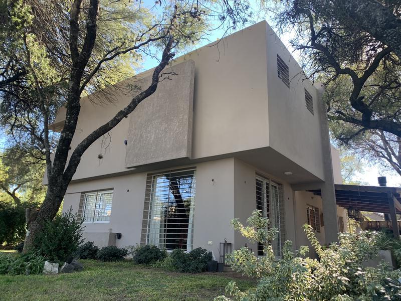 Foto Casa en Venta en  Villa Warcalde,  Cordoba Capital  Casa en venta en Villa Warcalde. Con pileta. Propiedad exclusiva.