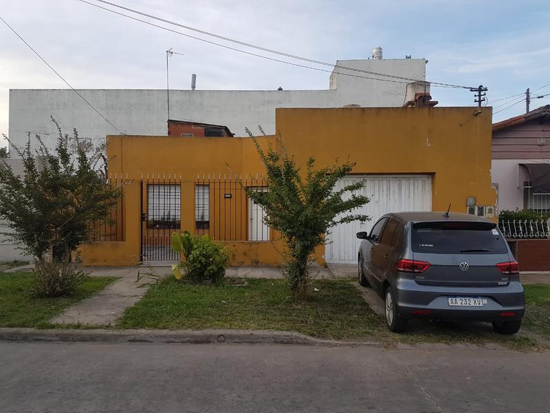 Foto Casa en Venta en  V.Diamante,  Valentin Alsina  Oran al 2000