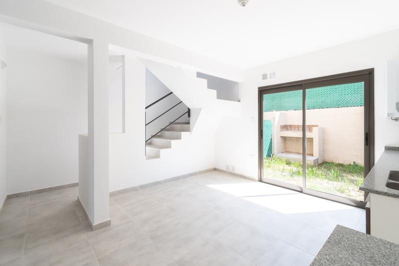 Foto Casa en Venta en  San Fernando,  Cordoba Capital  REBAJADO OPORTUNIDAD - Haus701- Dúplex en Venta dos Dormitorios. Con Cochera. Recibe menor.