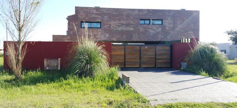 Foto Casa en Venta en  Alvarez,  Rosario  Los Pinos II - Esquina