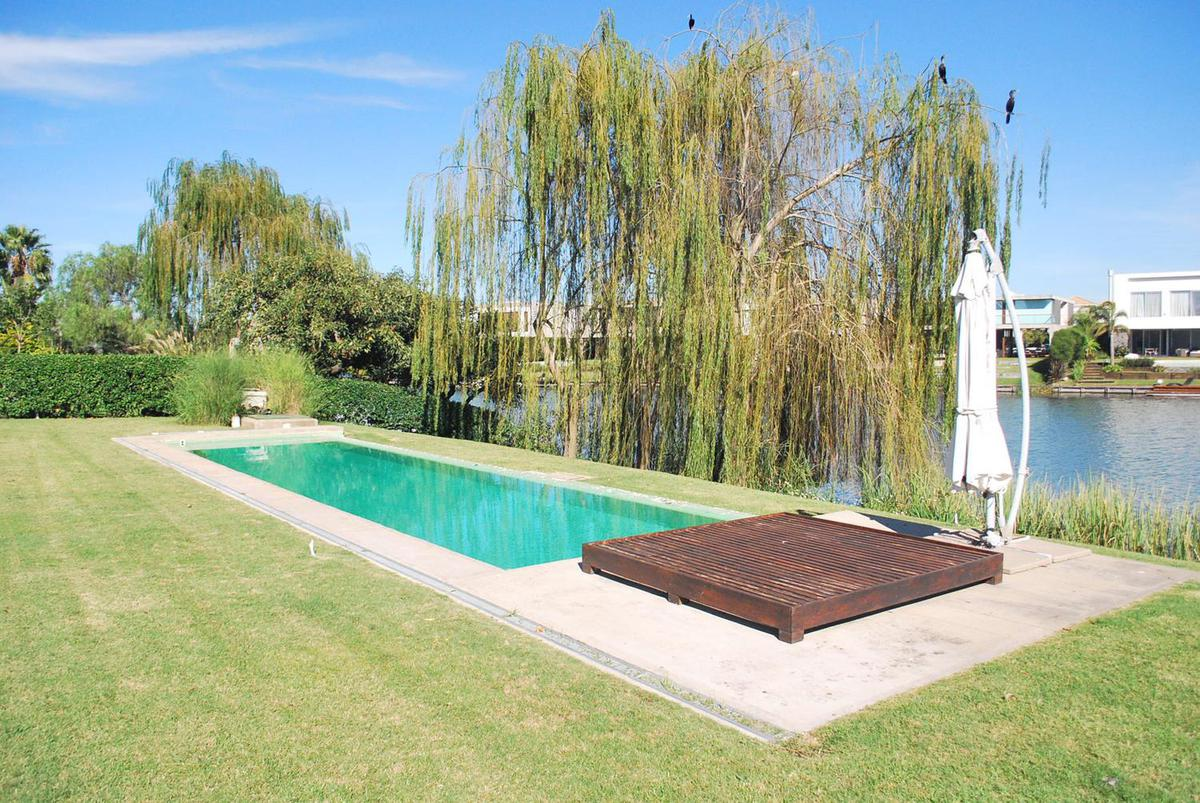 Foto Casa en Venta en  Los Castores,  Nordelta  Los Castores al 300