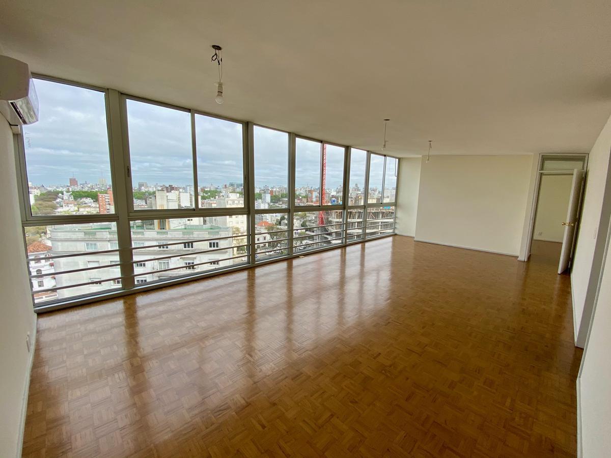 Foto Apartamento en Alquiler en  Pocitos ,  Montevideo  Amplio y reciclado