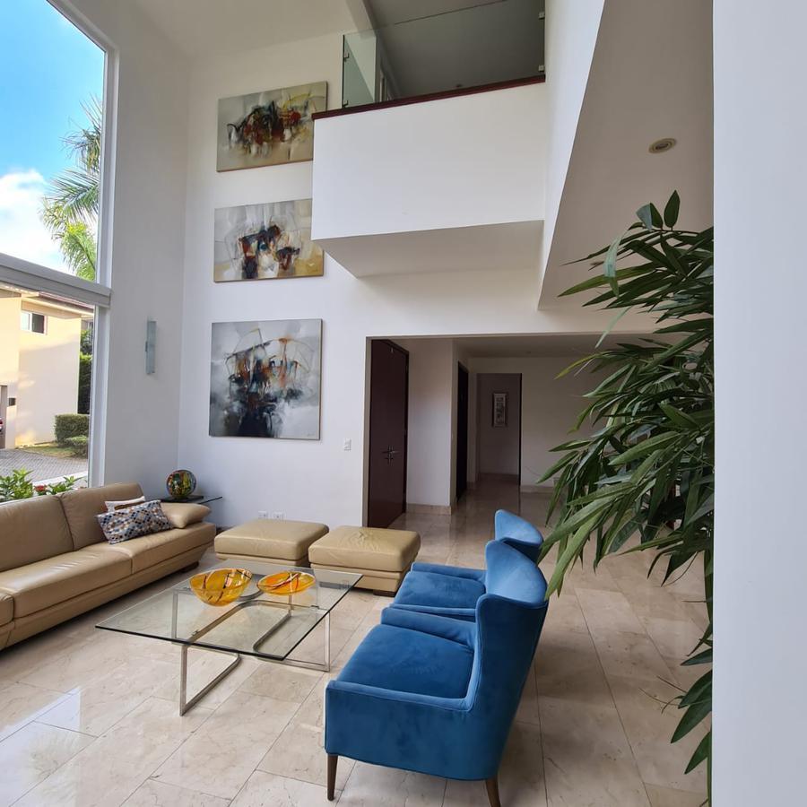 Foto Casa en condominio en Venta en  Escazu,  Escazu  Escazú/ Bellísima casa de  4 habitaciones/ Moderna/ Clima de montaña/ Ubicación estratégica